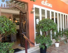 Characterful Tai Hang Restaurant For lease