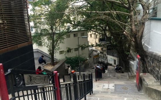 A glimpse of steps walking up and down to Hollywood Road from Bridges Street – Lacruland